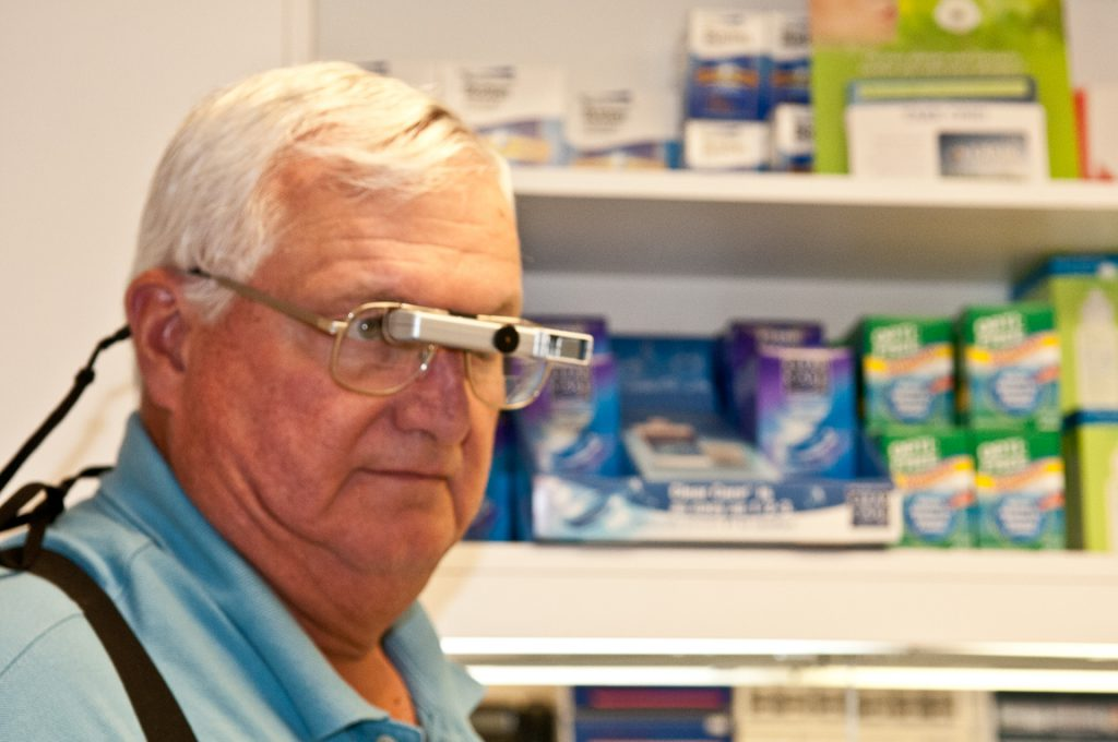 משקפיים טלסקופיים לכבדי ראייה